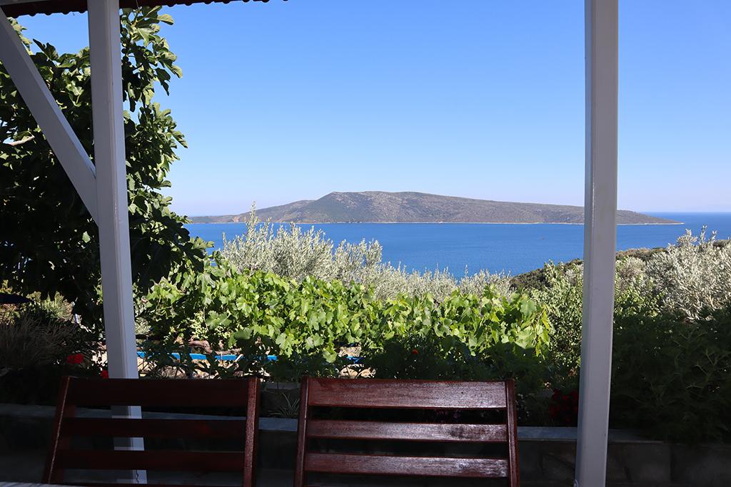Ausblick auf das ägäische Meer und Peristera.
