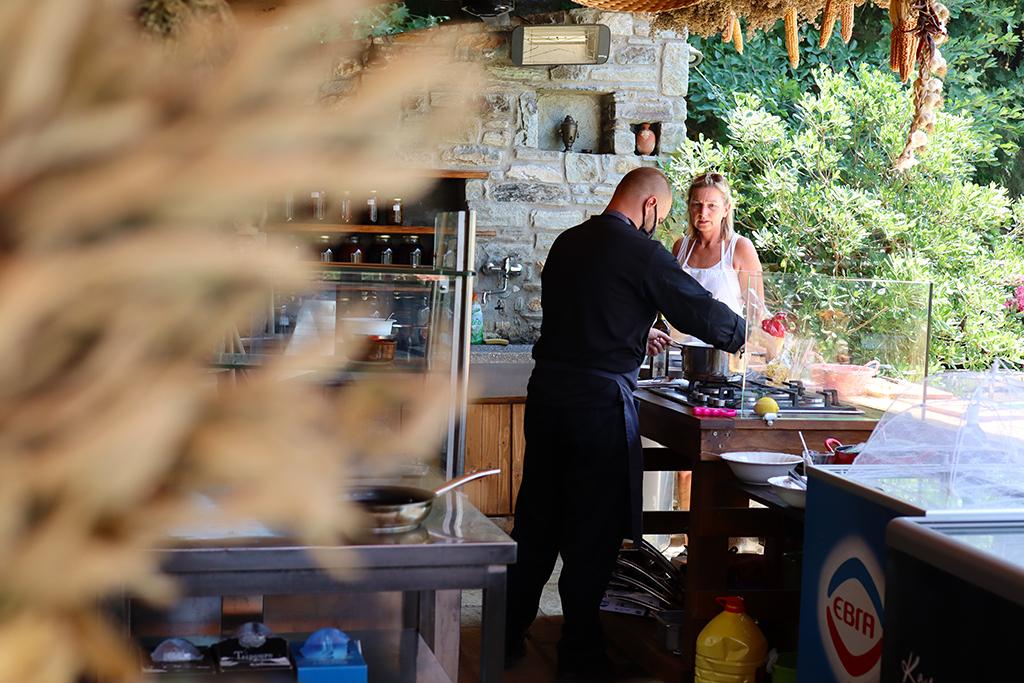 Outdoor Küche Karaiskos-Farm