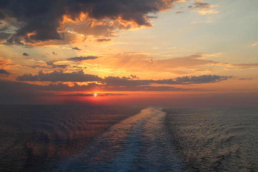 Sonnenuntergang mit Spuren.