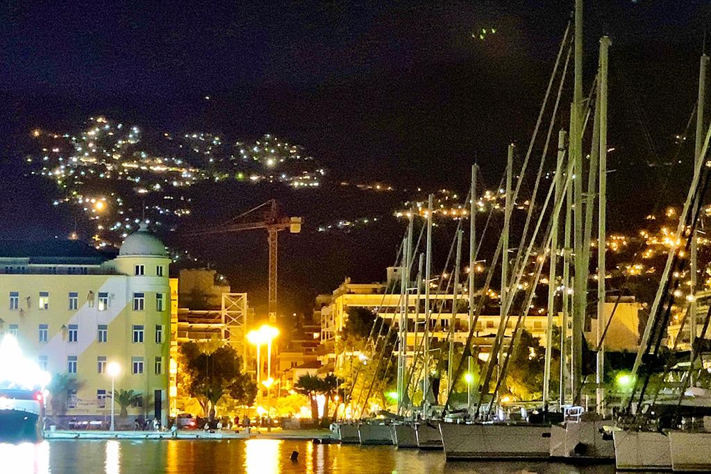 Yachthafen von Volos bei Nacht