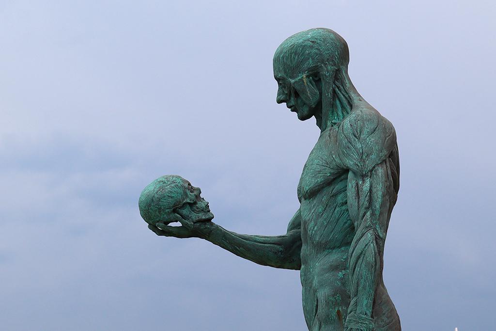Statue in Zakynthos-Stadt.