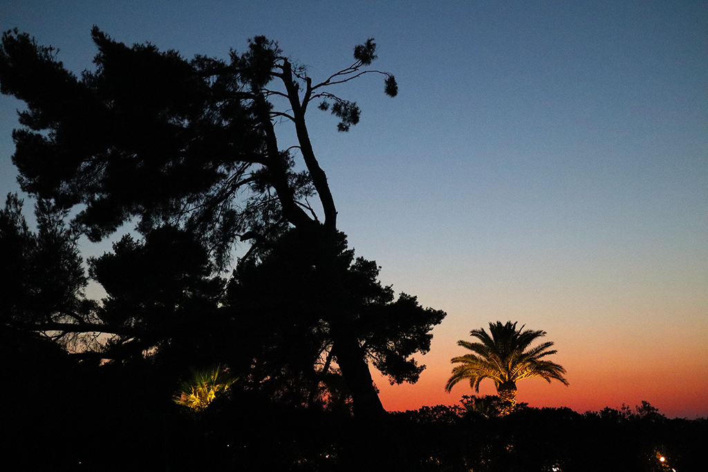 Sonnenuntergang bei der Paparouna Cantina.